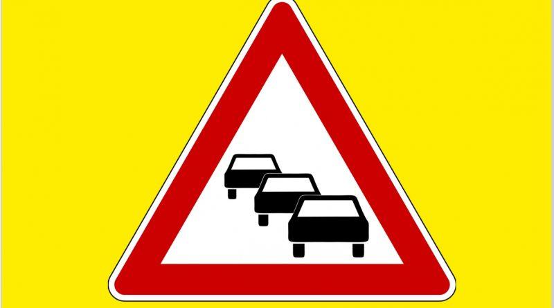 Verkehrsschild Stau